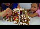 GINGERBREAD HOUSE CHALLENGE Новогодний ЧЕЛЛЕНДЖ Построй Дом из Печенья Вика против Мамы Ви