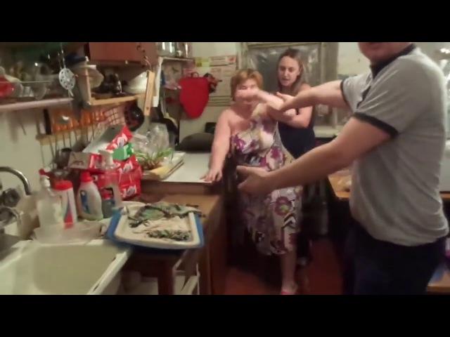 Женская драка в коммуналке