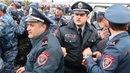 ЖЕСТКИЕ СТЫЧКИ В Армении в ход пошли камни