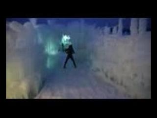 Девушка во льдах очень красиво играет на скрипке под дабстеп_144p.3gp