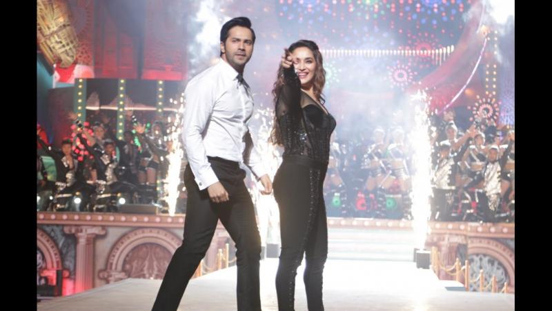 Мадхури Дикшит и Варун Дхаван на Star Screen Awards 2018
