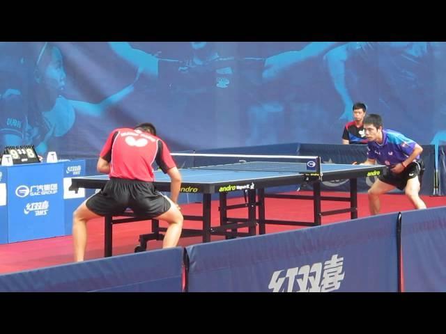 Китайцы и Овчаров наблюдают, как Вань Янь обыгрывает Чуанг-Чих-Юаня
