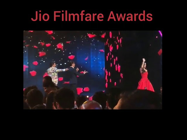 Manushi Chhillar Performance At Jio Filmfare Awards With Shah Rukh Khan And Ranveer Singh
