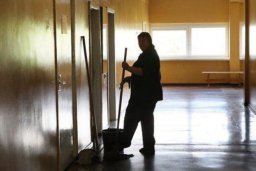 Уборщица в школе скончалась от удара подростка