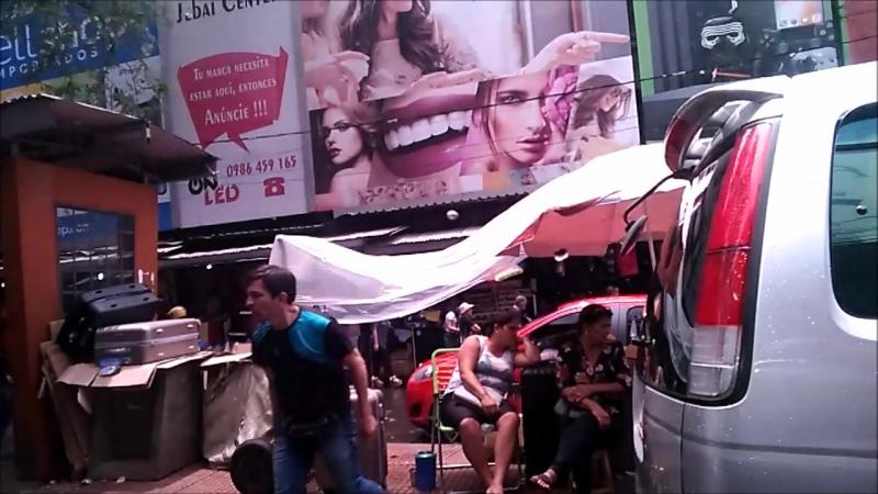 Парагвай, город Сьюда-дель-эсте, торговая приграничная зона, в Аргентине телефон 300$, а тут 150$