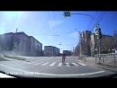 Велосипедист едет на красный ((