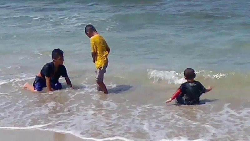 Berenang di Pantai Sumur Ujung Kulon Banten