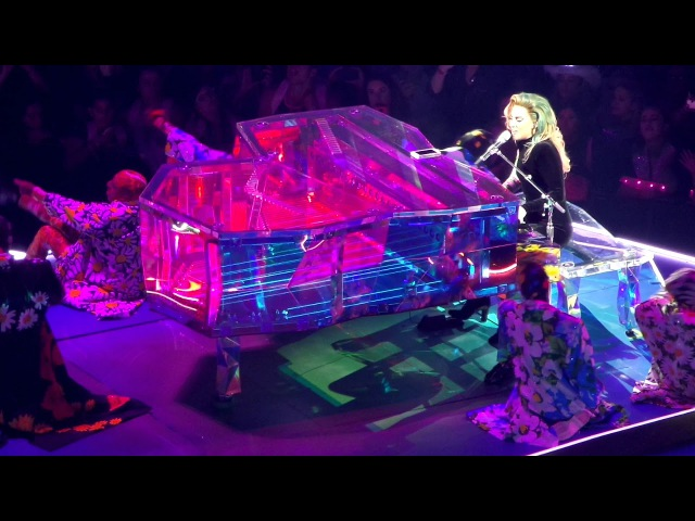Come to Mama на шоу «Joanne World Tour» в Кливленде 23 августа