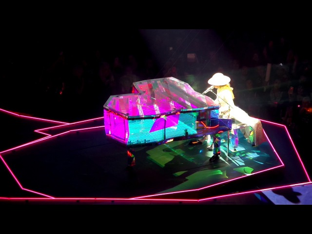 Million Reasons на шоу «Joanne World Tour» в Кливленде 23 августа