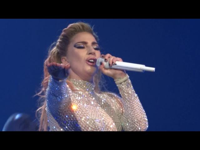 The Cure на шоу «Joanne World Tour» в Кливленде 23 августа