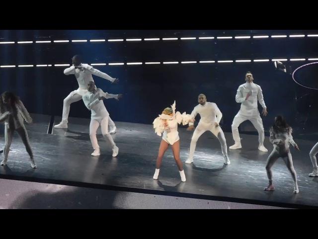 Bad Romance на шоу «Joanne World Tour» в Кливленде 23 августа
