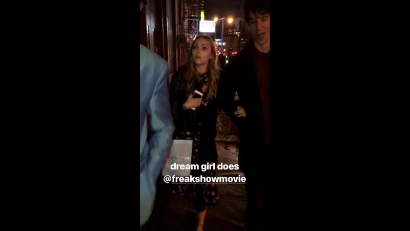 АннаСофия вместе с Тревором Полом возвращается домой с премьеры фильма «Цирк уродов» (10.01.2018, Нью-Йорк)