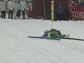 Лыжник и венок [360p]