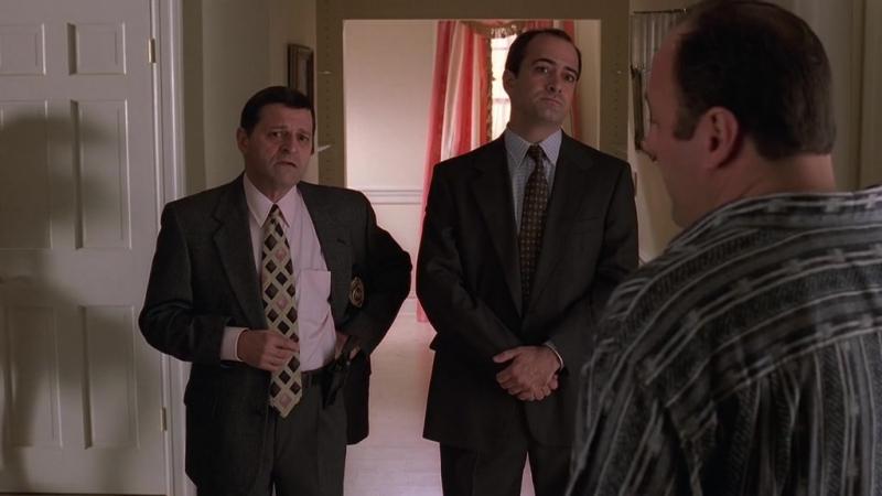 Агент Харрис (ФБР) с детективом пришли к Тони (2x10_02)