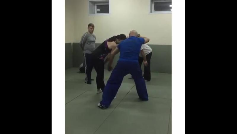 Вот так проходит у нас в клубе на Петра Великого тренировка по самообороне 👊👍 под чутким руководством премиум-тренера Вереникина