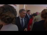 Ходи все время вот так. Красивая!: Минниханов и Фазлеева в Казанском техникуме народных промыслов