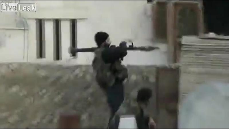 Siria: Rata terrorista del FSA/OTANDAESH muere por fallo de RPG (2013)