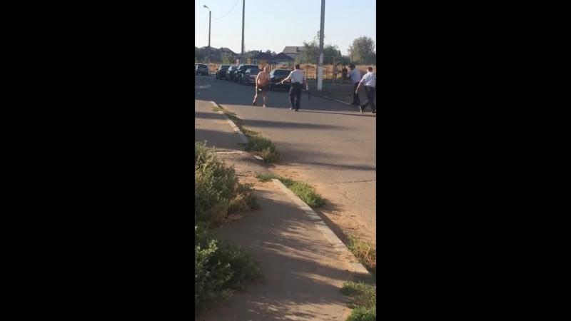 Задержание убийцы в Астрахани. В Астрахани мужчина с ножом накинулся на женщину с ребенком, малыш погиб.