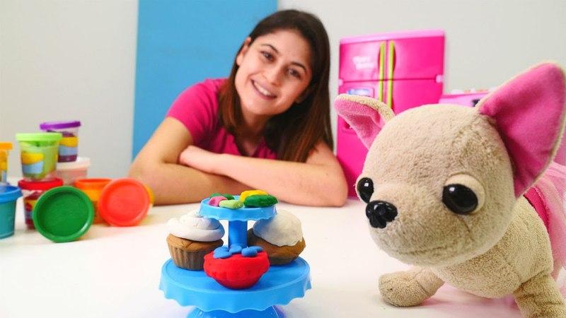 Ayşe Loliye PlayDoh oyun hamurundan kek yapıyor