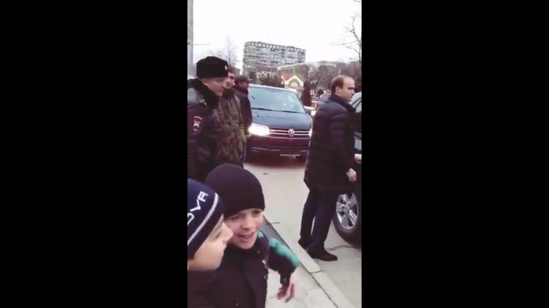 Маленький мальчик из Дагестана Путину: До свидания, не нужен ты нам.
