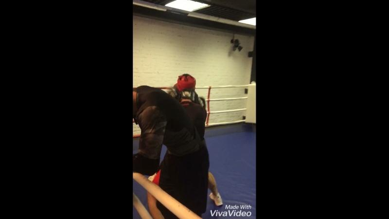 С Райко на спаррингах в бойцовом клубе Груша