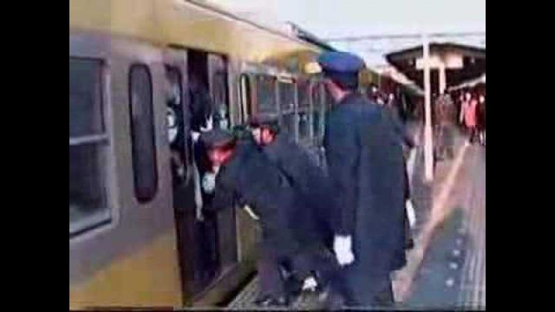 XD extrem volle U-Bahn in Japan xD