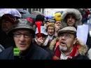 Ihr Diebe Tausende Rentner ziehen wegen niedriger Altersbezüge gegen Regierung auf die Straße