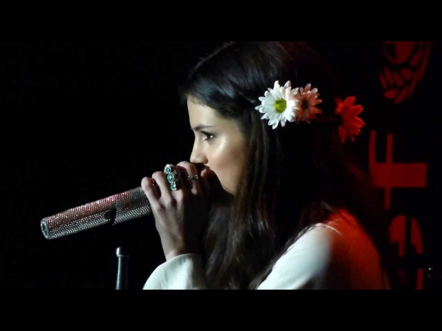 SELENA GOMEZ SINGING Hit Me Baby One More Time (LIVE at the UNICEF charity concert)