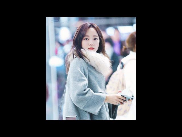 [최근 뉴스] : 공항서 팬이 세정아 하고 부르자 바로 뒤돌아서 '생긋' 웃어5