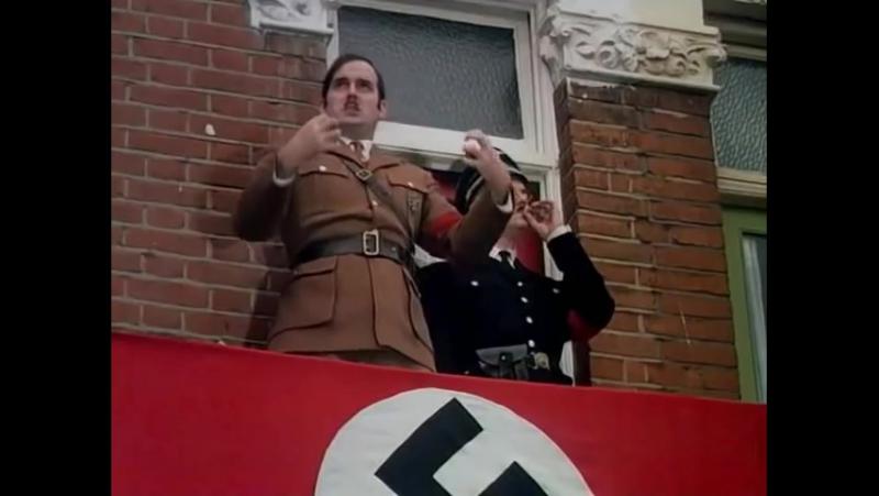 Летающий цирк Монти Пайтона - Гитлер.