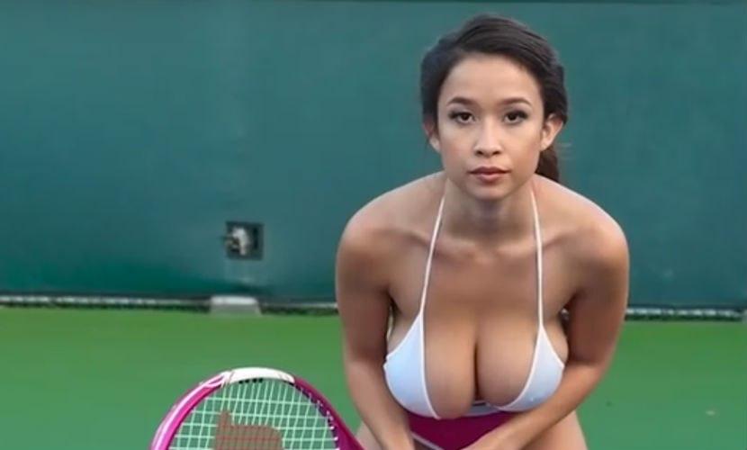 Пользователи соцсетей восхищаются теннисисткой с большой грудью