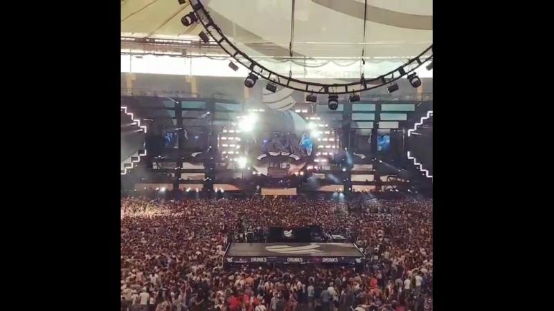 Dimitri Vegas Like Mike and WW – Crowd Control