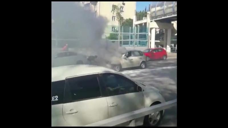 В Сочи сгорела Lada Kalina. 26.04.18 Улица Донская, 8:30 утра