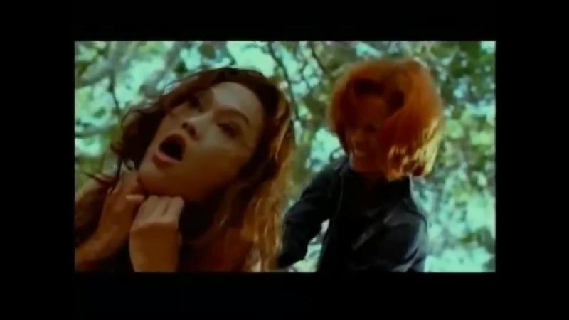 Woman strangling woman - Tia Carrere strangle - Movie 'Dark honeymoon'