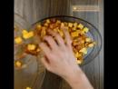 Пикантный картофель с курочкой в духовке