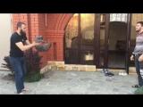 Чеченские бойцы кидают кота