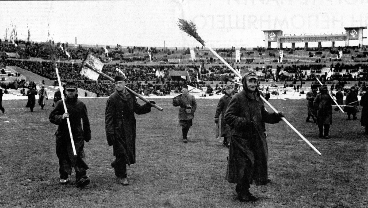На футболе.Москва, 1945 год