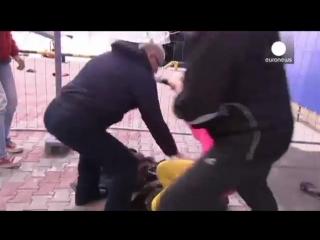 Участниц Pussy Riot в Сочи избили казаки с нагайка.mp4
