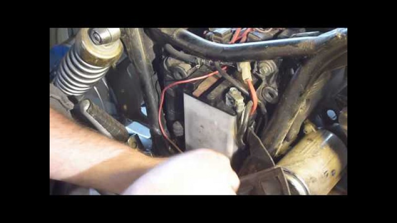 Как снять аккумулятор с Yamaha Virago 750 (ямаха вирага 750)