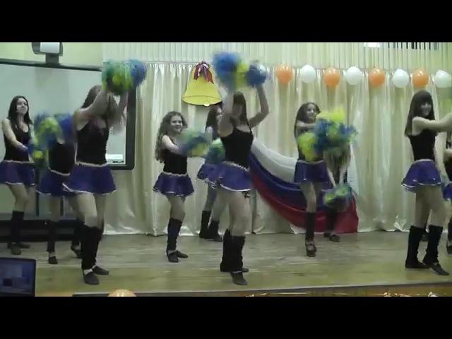 Видео мини юбка танцует просто