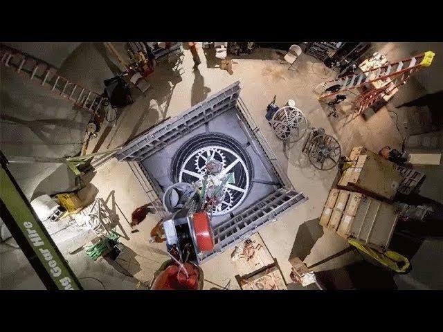 Installation Amazon founder Jeff Bezos' 10,000 Year Clock (timelapse)