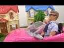 Видео для девочек. Кукла Барби торопится в магазин.