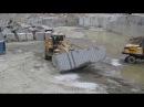 Перемещение 40 тонной блок заготовки на карьере Возрождение