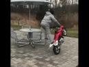 Малой стантит на мотоцикле)