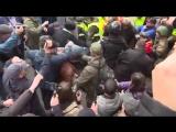 Киев. Антиправительственная демонстрация обернулась дракой с полицией