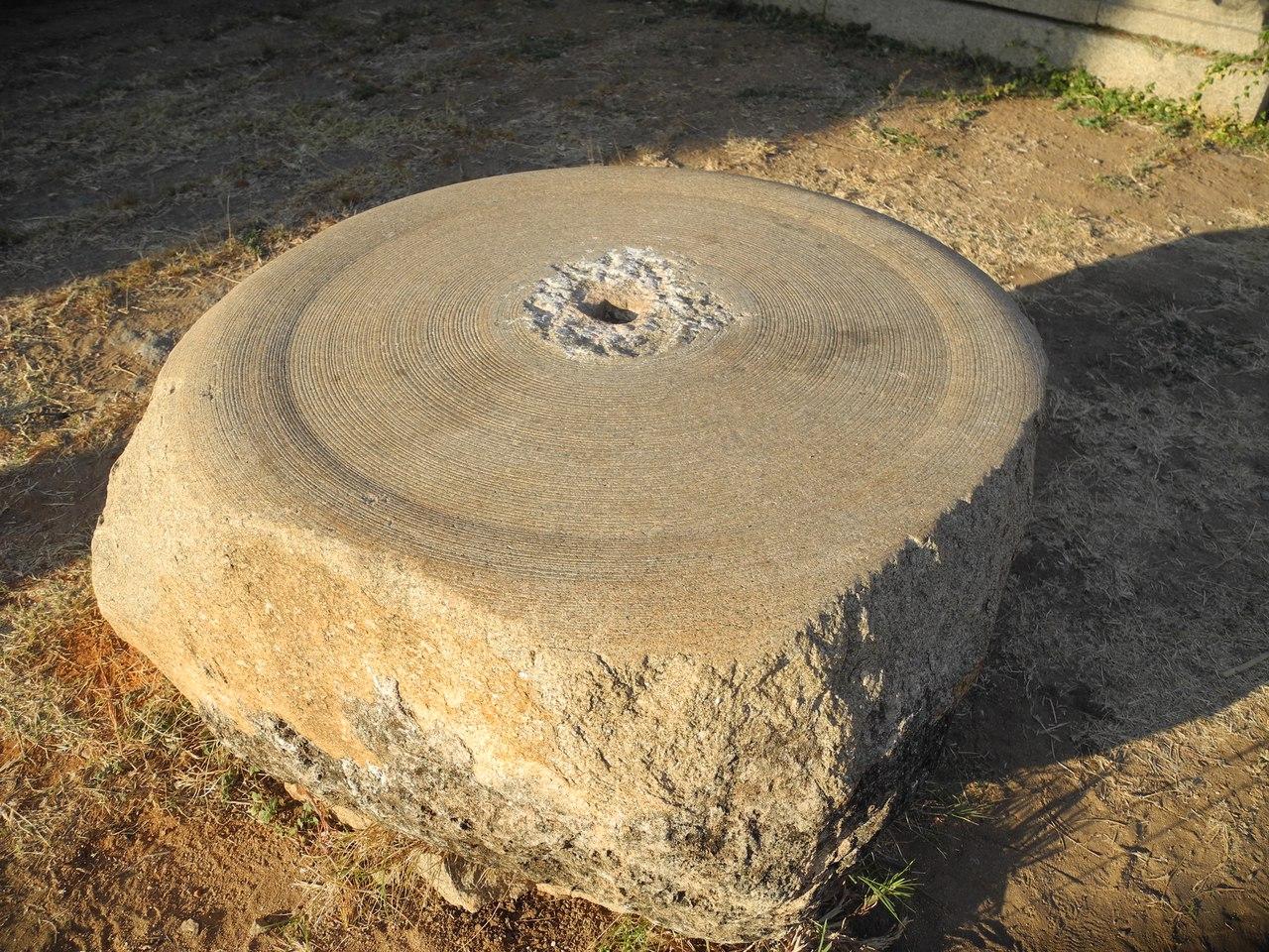 хампи отверстия в камне