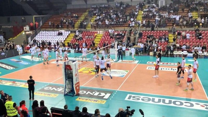 "SIR Safety Perugia Volley on Instagram: ""WarmUp ChePlayoff GoSir BlockDevils RCD ORAèADESSO Superlega PerugiaTrento SlowMotion"""