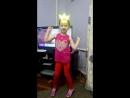 Доча танцует:)