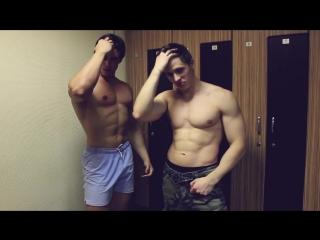 Когда заходишь в мужскую раздевалку)))