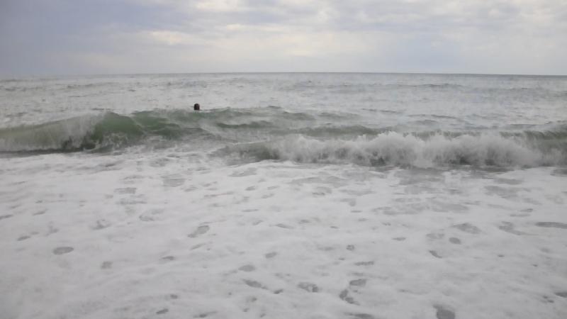 Волны на море (Абхазия,пос.Лдзаа( Рыбзавод))